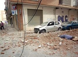 Víctima entre escombros