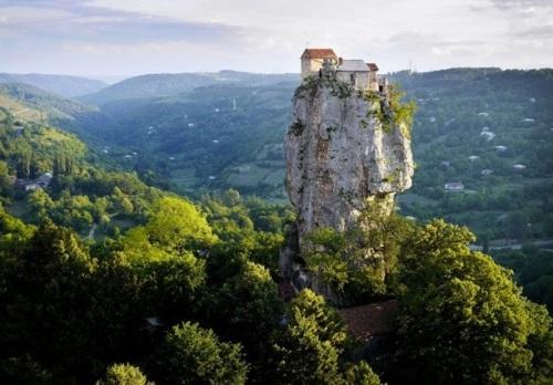 Peñón calizo en Georgia antigua Urss