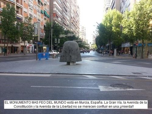 Monumento feo en Murcia