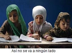 Niños estudiando religión
