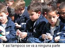 niños-rezando-el-rosario-2